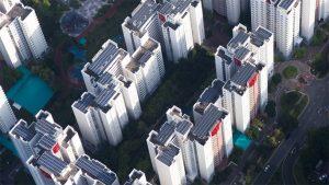 Energía verde - Paneles solares en tejados edificios corporativos