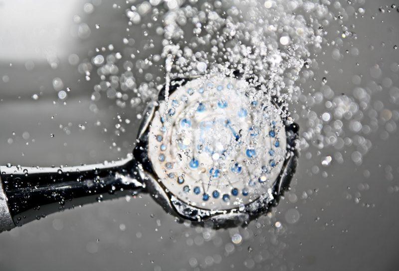 agua caliente con calentador electrico