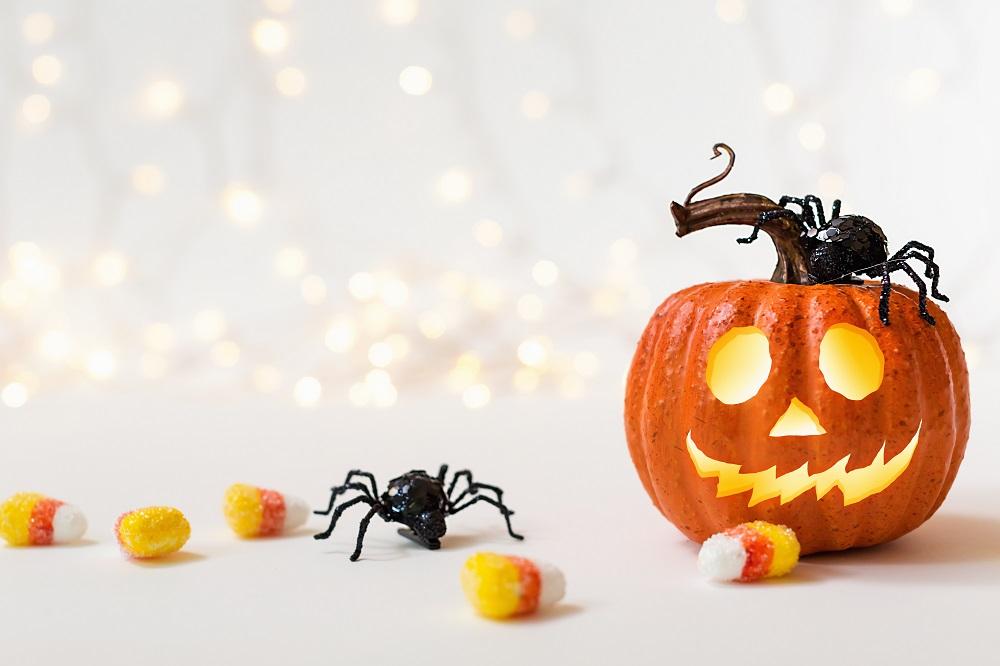 Feliz Halloween sostenible escandinava de electricidad